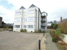 Stunning second floor apartment in luxury purpose built block close to town and park...